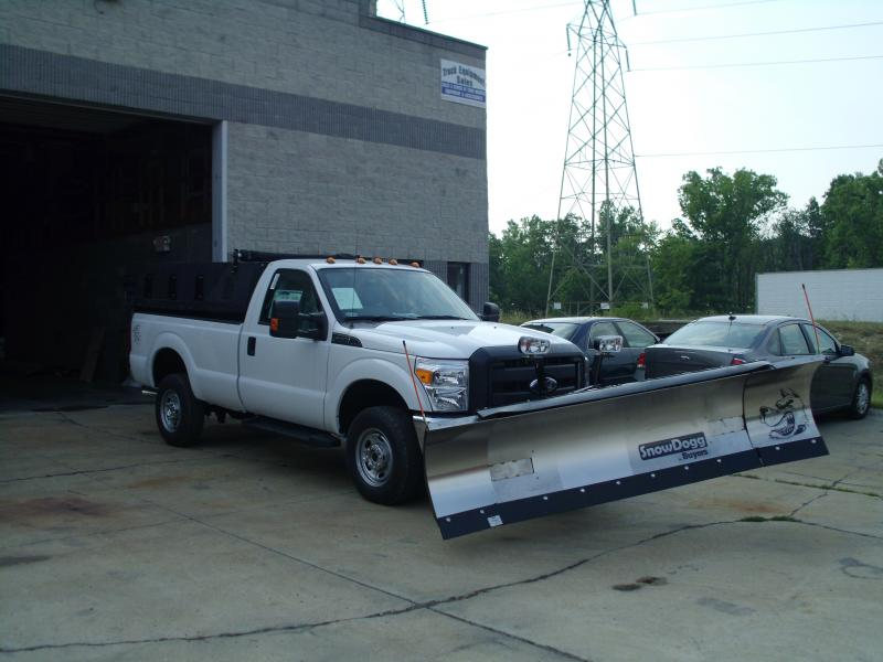 8'-10' Buyers expandable plow on Ford F350 with Poly Insert Dump